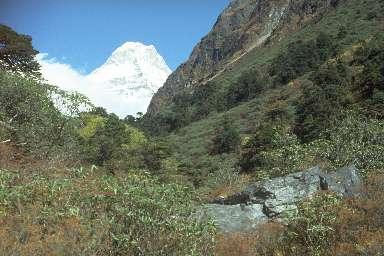 Haute vallée de l'Hinku et le Sabai Peak (6759m)