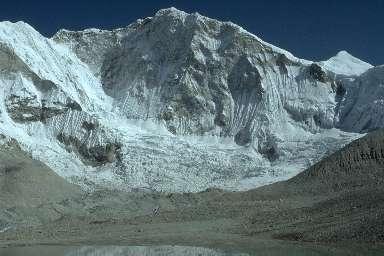 Le Baruntse (7168m) vu depuis son Camp de Base