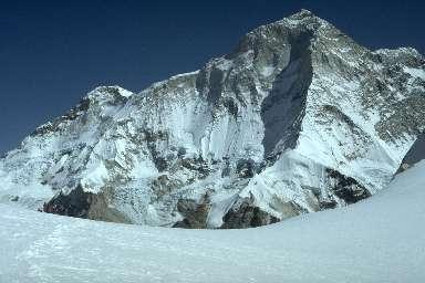 Le Sherpani Col et le Makalu