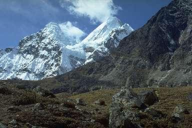 Le Chamlang vu depuis la vallée de la Barun
