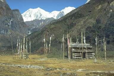 Le Makalu vu depuis la vallée de la Barun