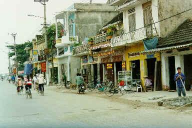 La rue principale de Phat Diem