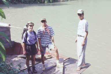 Embarquement à bord du sampan